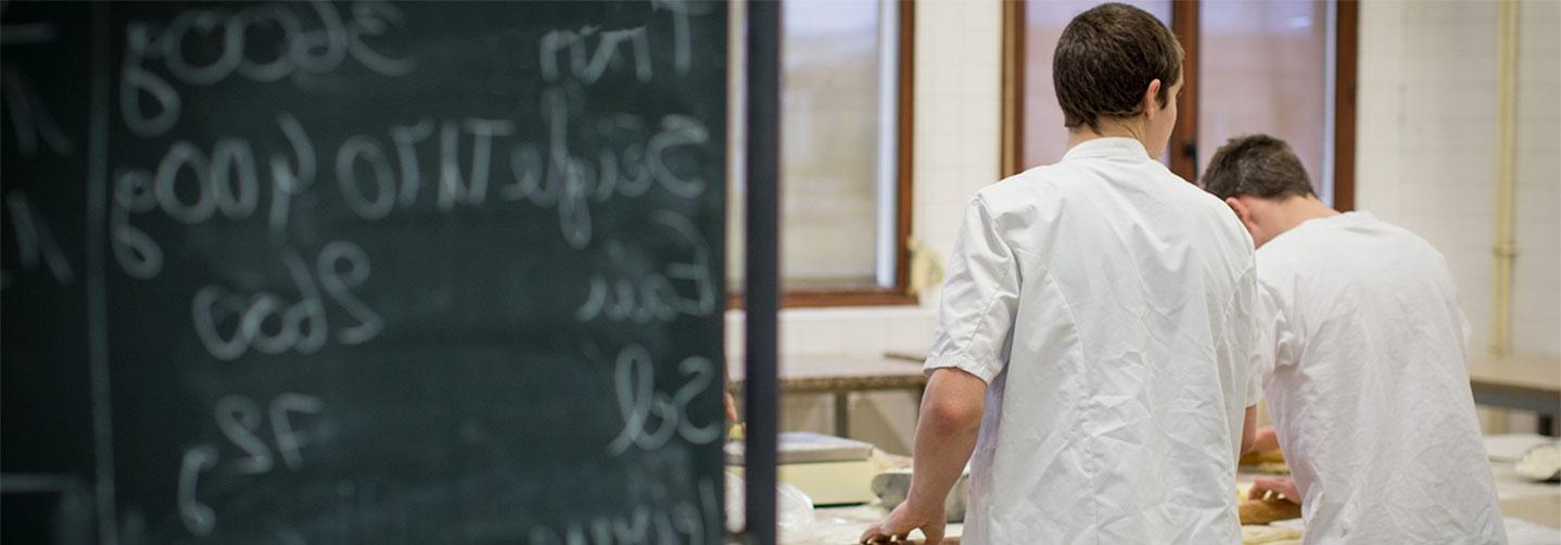 Apprentis Boulanger A LEcole Des Metiers
